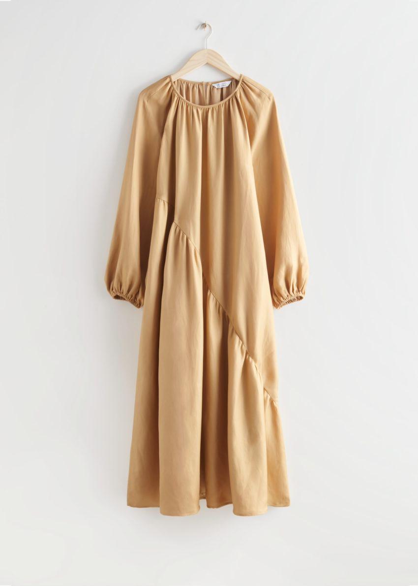 앤아더스토리즈 볼류미너스 에이시메트릭 미디 드레스의 베이지컬러 Product입니다.