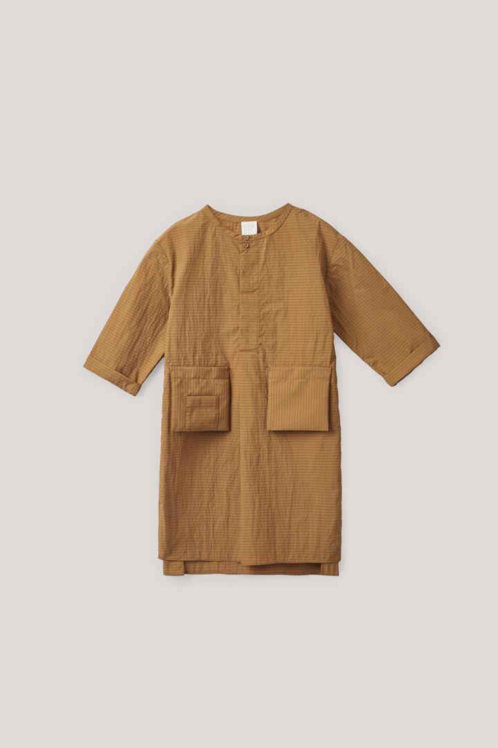 COS 오버사이즈 셔츠 드레스의 브라운 / 화이트컬러 Product입니다.