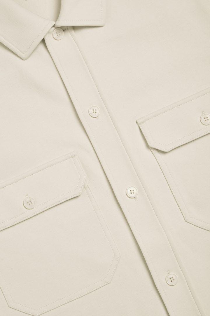 COS 저지 오버셔츠의 베이지컬러 Detail입니다.