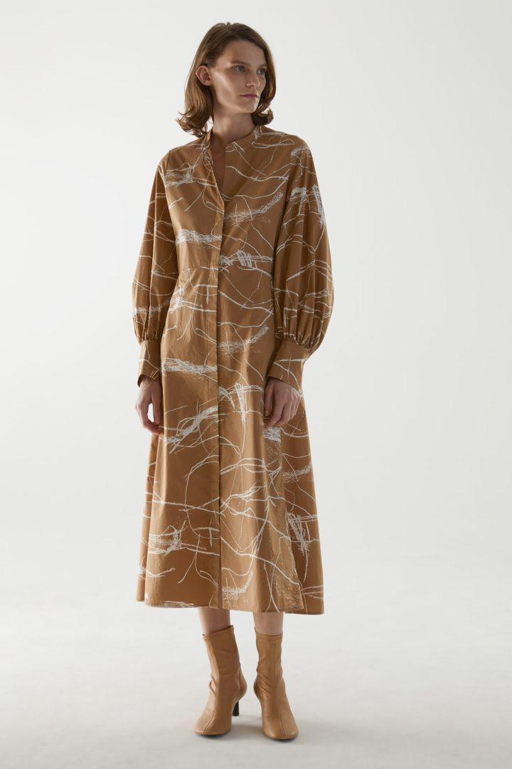 COS default image 5 of 베이지 in 오가닉 코튼 칼라리스 셔츠 드레스
