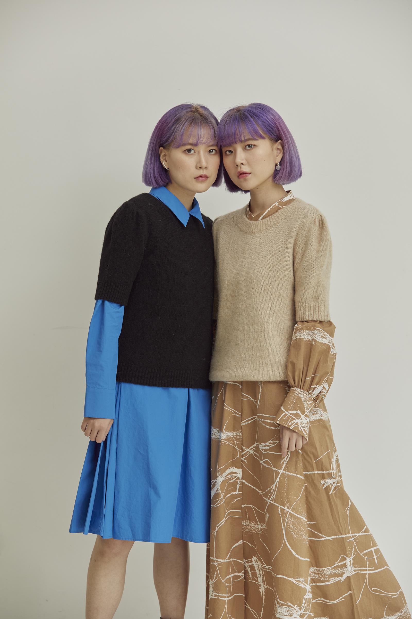 COS 코튼 칼라리스 셔츠 드레스의 브라운 / 화이트컬러 Environmental입니다.