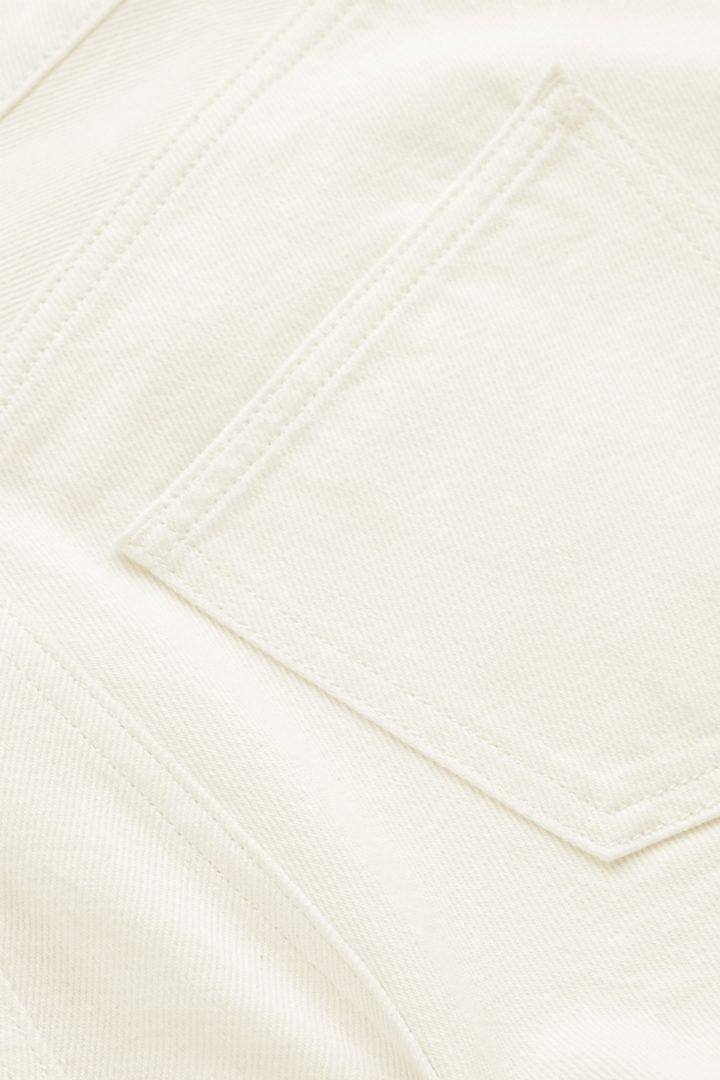 COS 오가닉 코튼 스트레이트 레그 진의 화이트컬러 Detail입니다.