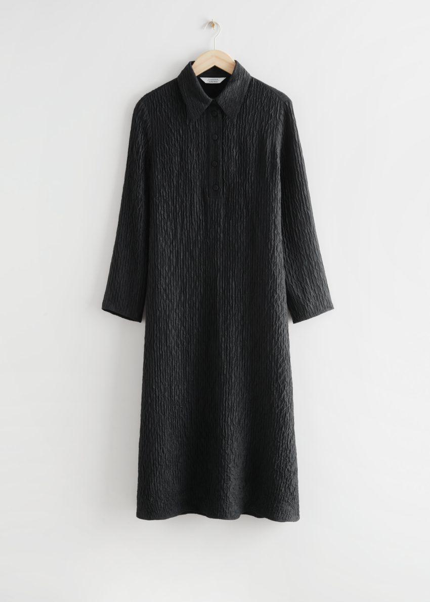 앤아더스토리즈 텍스처 실크 미디 드레스 의 블랙컬러 Product입니다.