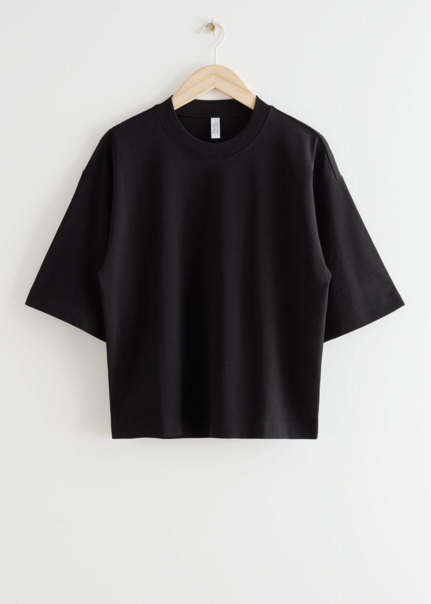 앤아더스토리즈 박시 크루넥 티셔츠의 블랙컬러 Product입니다.