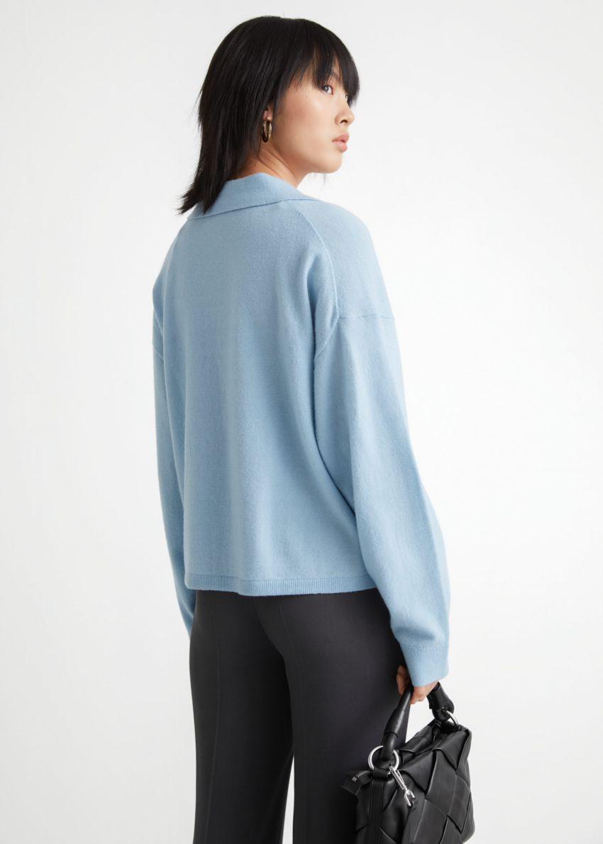 앤아더스토리즈 크롭 박시 울 블렌드 셔츠의 라이트 블루컬러 ECOMLook입니다.