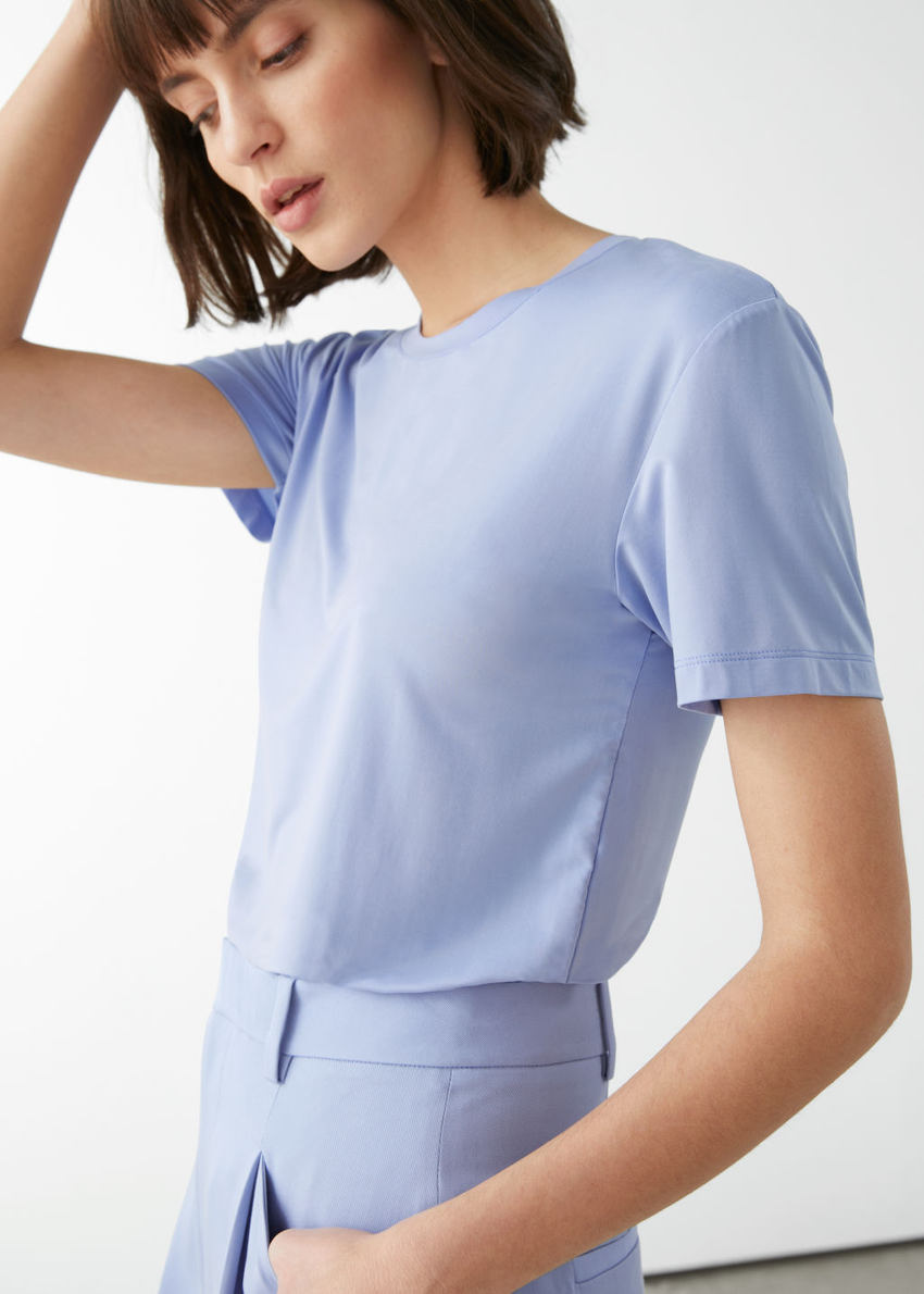 앤아더스토리즈 쿠프로 티셔츠의 베이비 블루컬러 ECOMLook입니다.