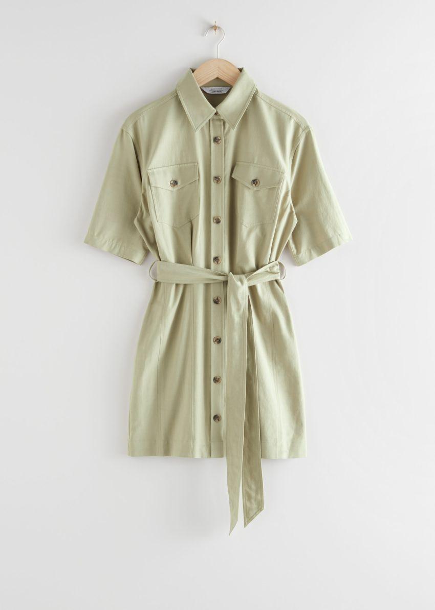 앤아더스토리즈 벨티드 셔츠 미니 드레스의 카키 그린컬러 Product입니다.