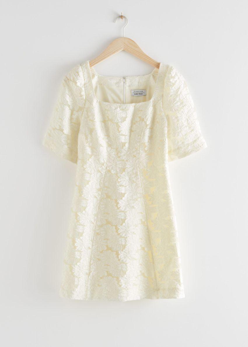 앤아더스토리즈 플라워 자카드 미니 드레스의 화이트컬러 Product입니다.