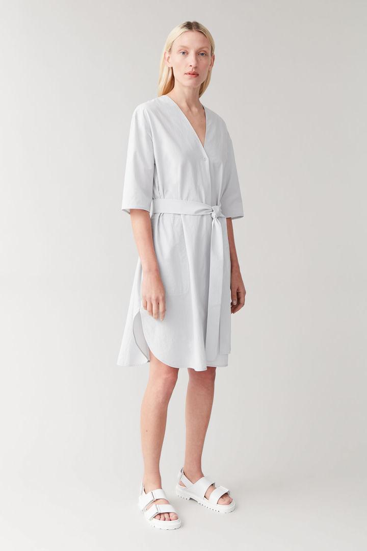 COS default image 12 of 그레이 in 벨티드 코튼 셔츠 드레스