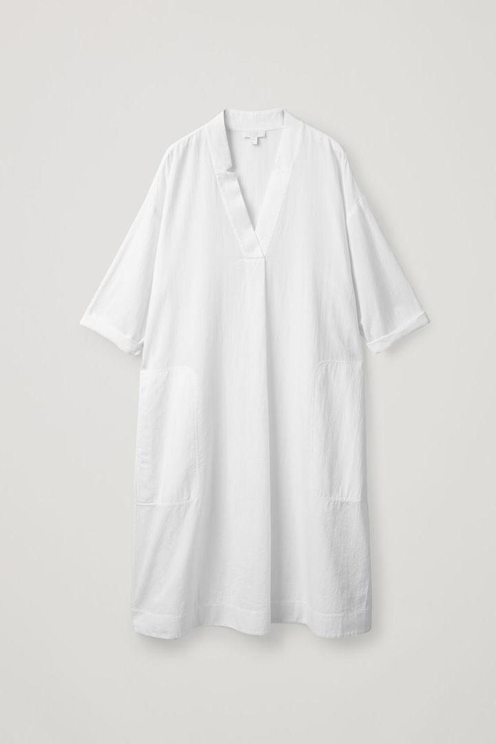 COS 볼류미너스 코튼 셔츠 드레스의 화이트컬러 Product입니다.