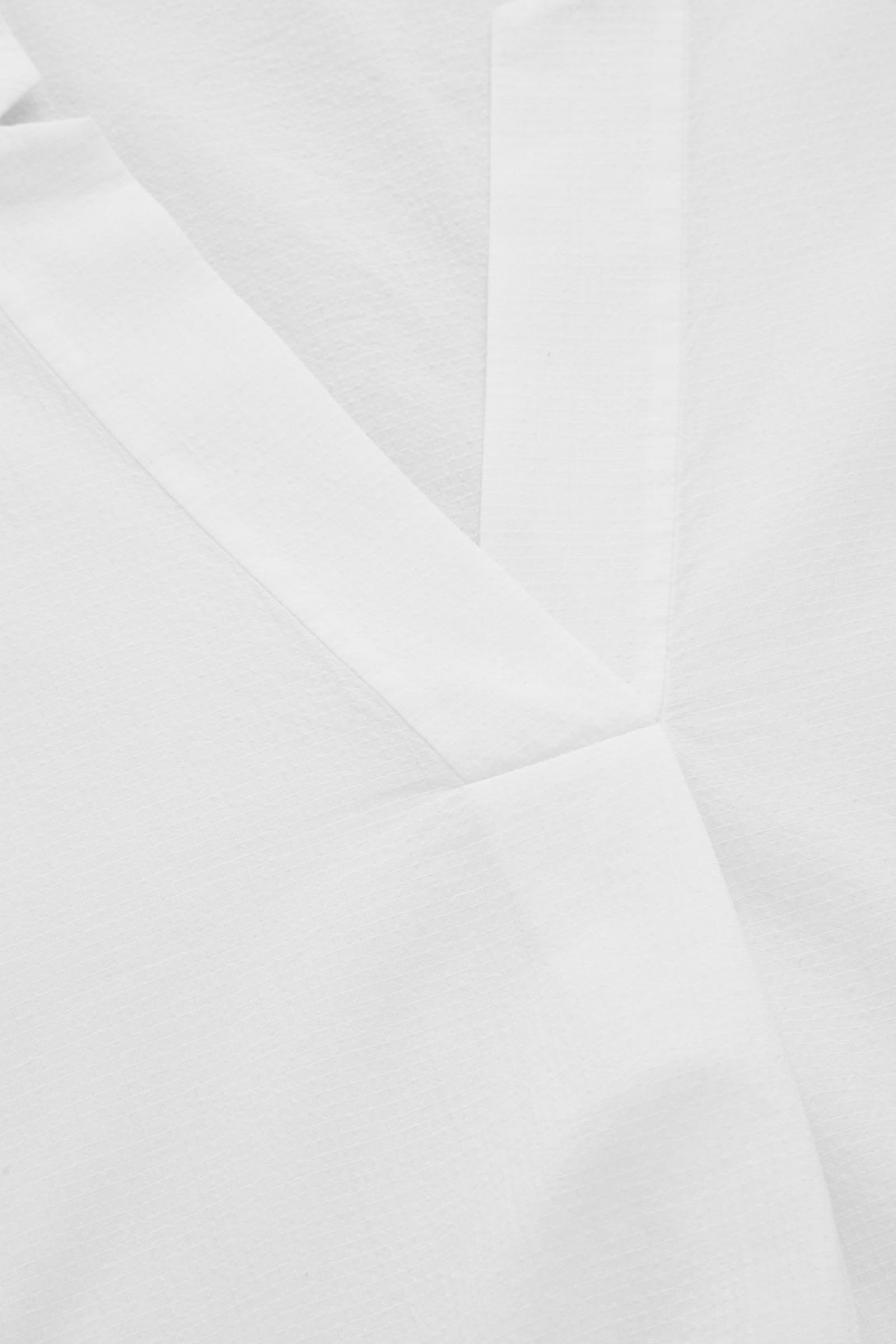 COS 볼류미너스 코튼 셔츠 드레스의 화이트컬러 Detail입니다.