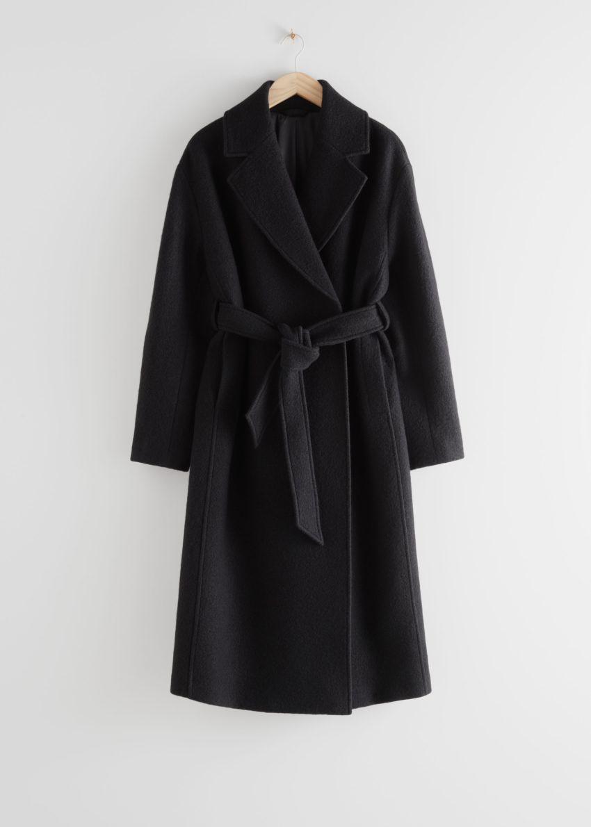 앤아더스토리즈 벨티드 볼류미너스 울 코트의 블랙컬러 Product입니다.