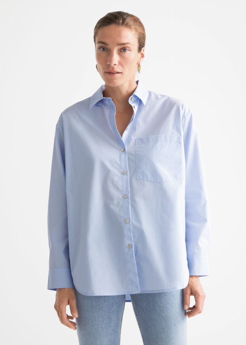 앤아더스토리즈 오버사이즈 셔츠의 라이트 블루컬러 ECOMLook입니다.