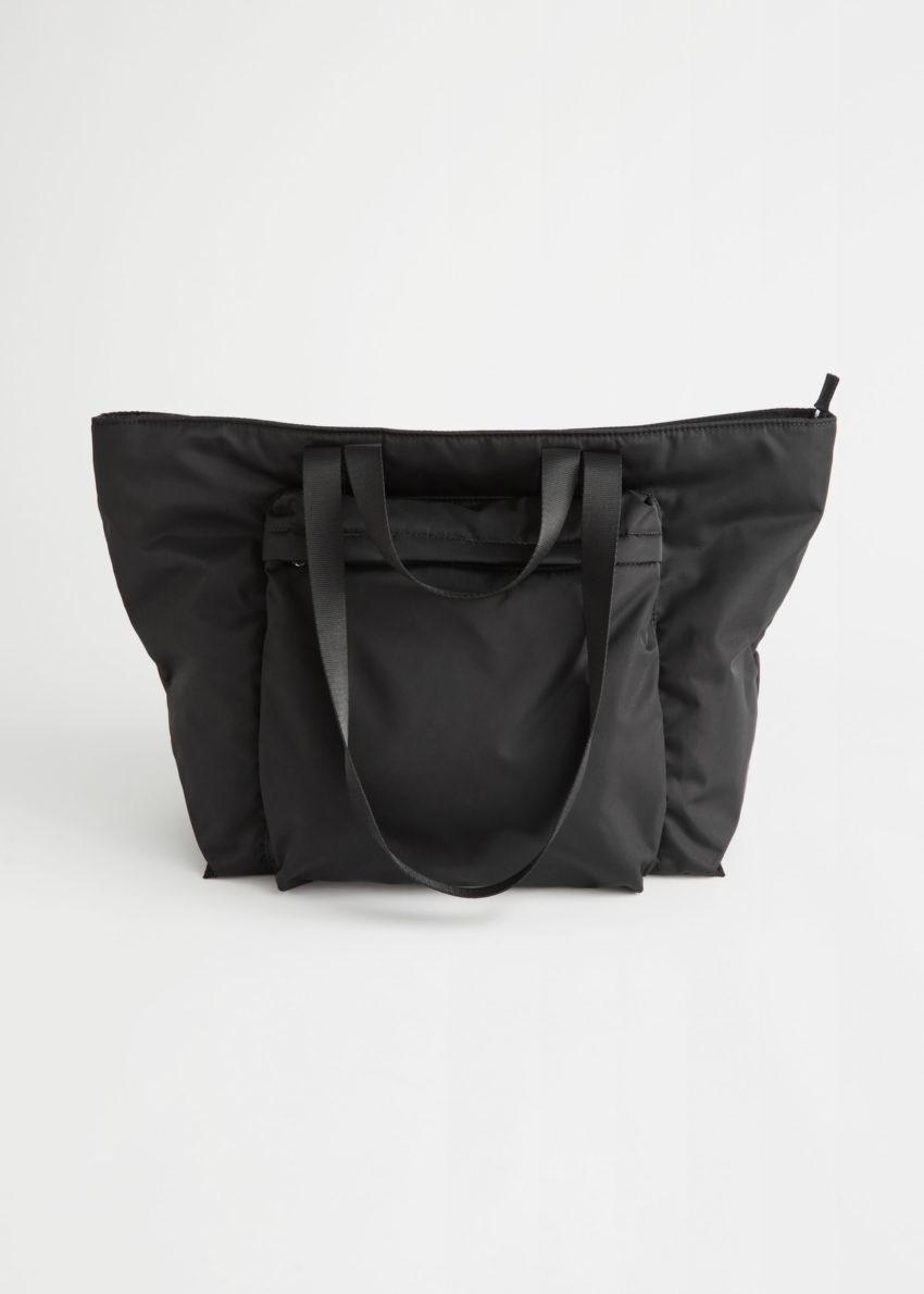 앤아더스토리즈 나일론 프런트 포켓 토트 백의 블랙컬러 Product입니다.