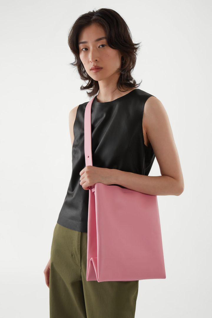 COS hover image 3 of 핑크 in 레더 미니백