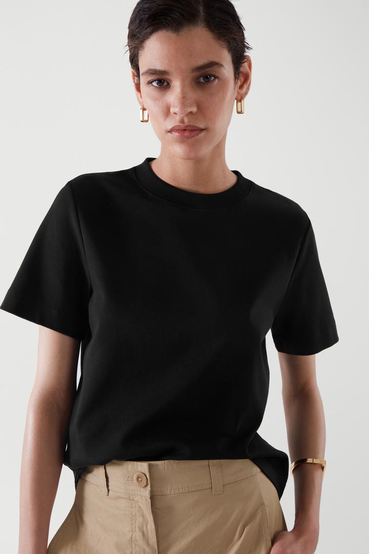 COS default image 8 of 블랙 in 슬림 핏 티셔츠