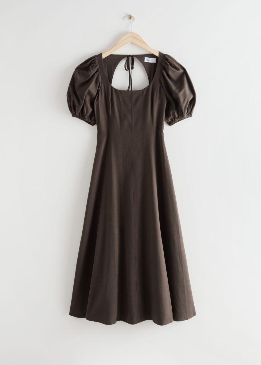 앤아더스토리즈 오픈 백 퍼프 슬리브 미디 드레스의 브라운컬러 Product입니다.