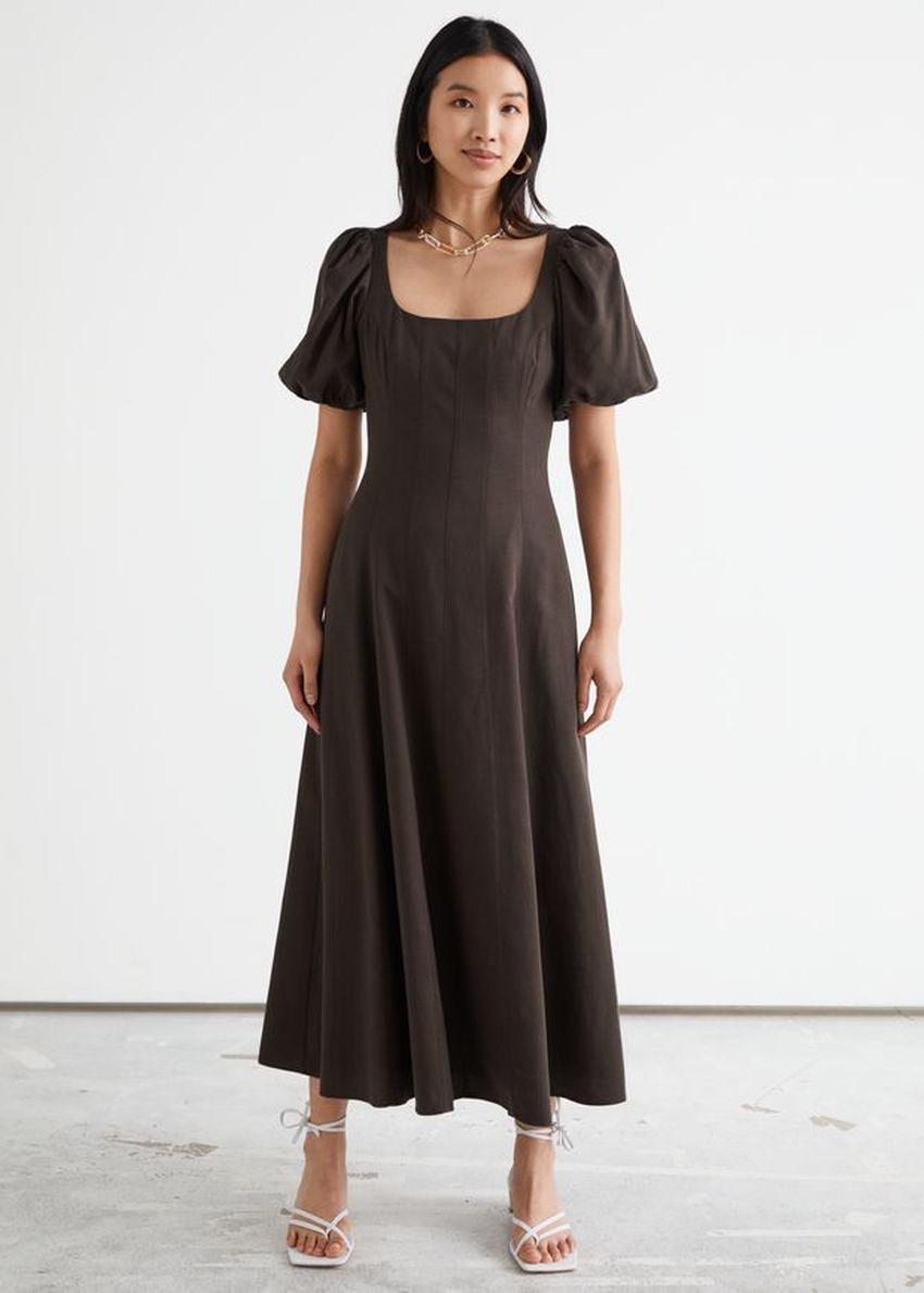 앤아더스토리즈 오픈 백 퍼프 슬리브 미디 드레스의 브라운컬러 ECOMLook입니다.
