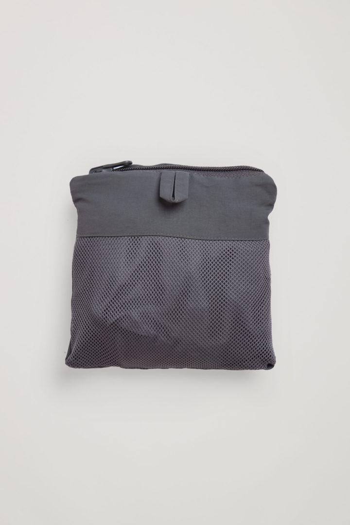 COS 패커블 스윔 쇼츠의 그레이컬러 Product입니다.