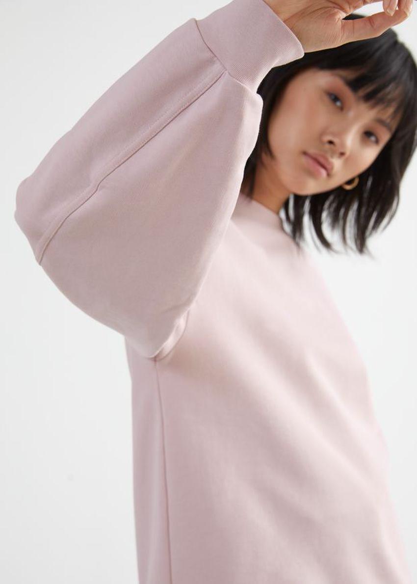 앤아더스토리즈 롱 릴렉스드 코튼 스웨터의 라이트 핑크컬러 ECOMLook입니다.