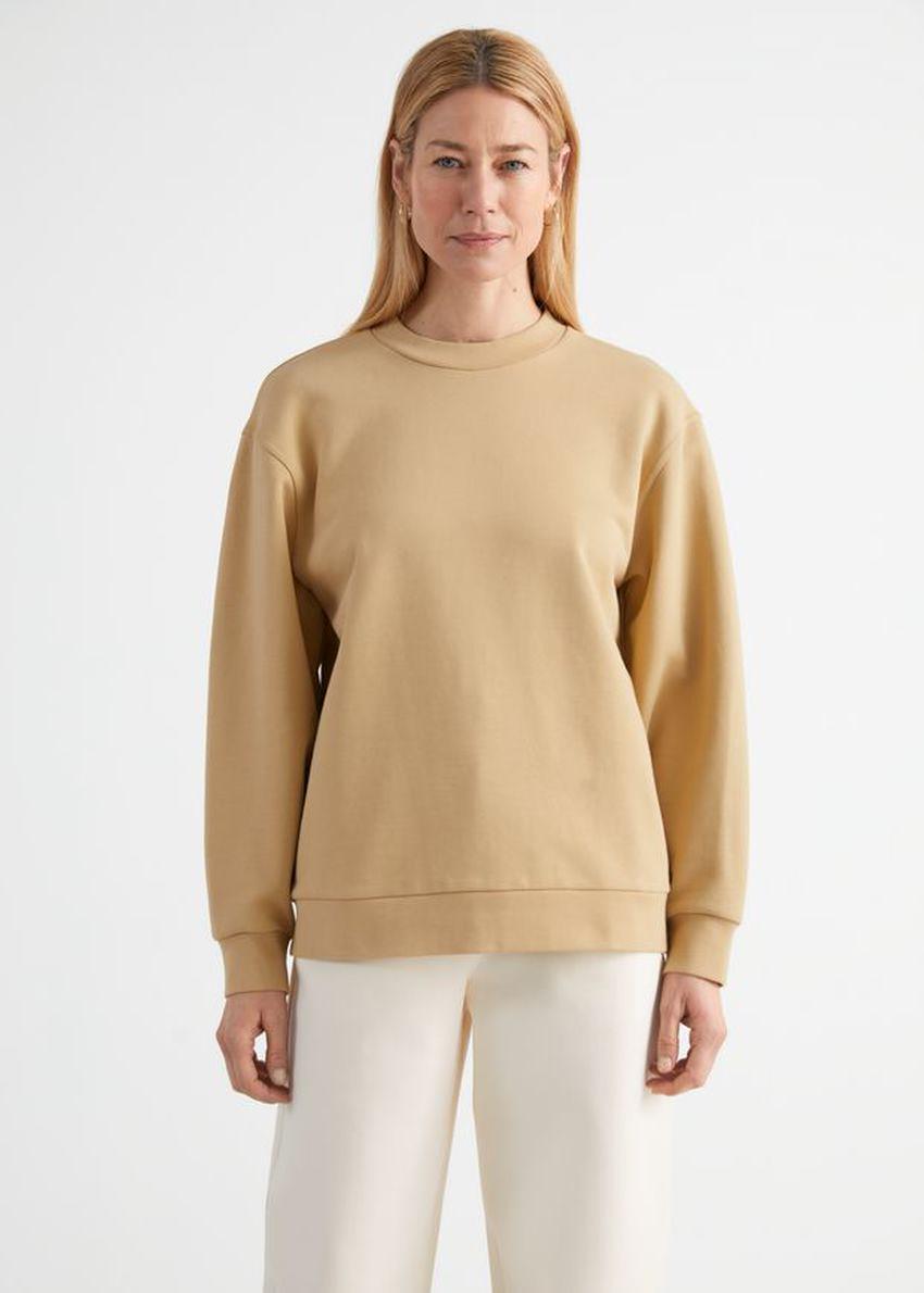 앤아더스토리즈 롱 릴렉스드 코튼 스웨터의 카멜컬러 ECOMLook입니다.