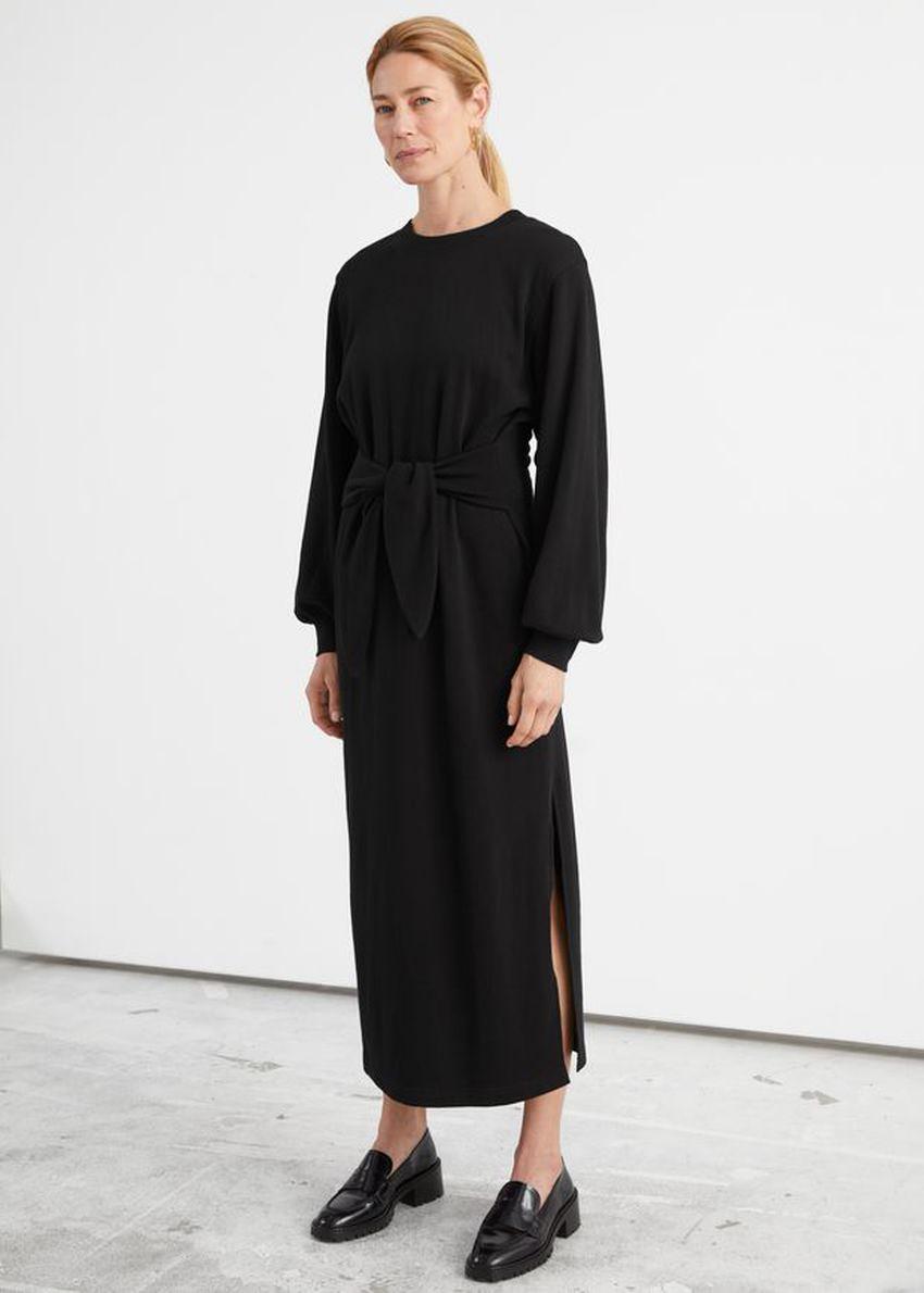 앤아더스토리즈 릴렉스드 벨티드 코튼 미디 드레스의 블랙컬러 ECOMLook입니다.