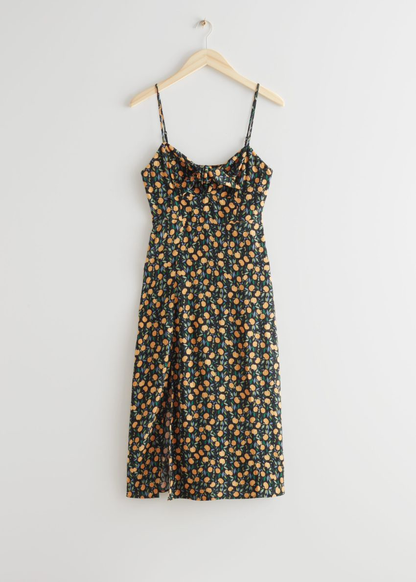 앤아더스토리즈 스트래피 A-라인 미디 드레스의 애플 프린트컬러 Product입니다.