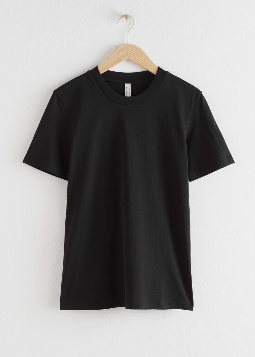 앤아더스토리즈 코튼 티셔츠의 블랙컬러 Product입니다.