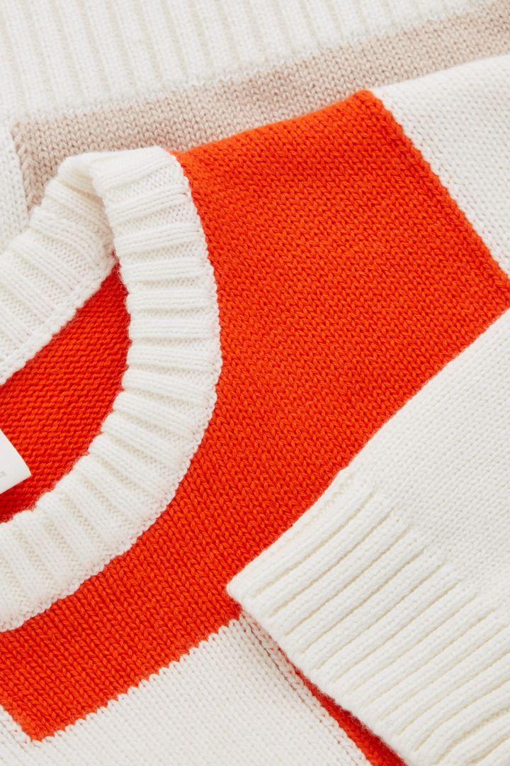 COS 컬러 블록 코튼 울 스웨터의 화이트 / 프린트컬러 Detail입니다.