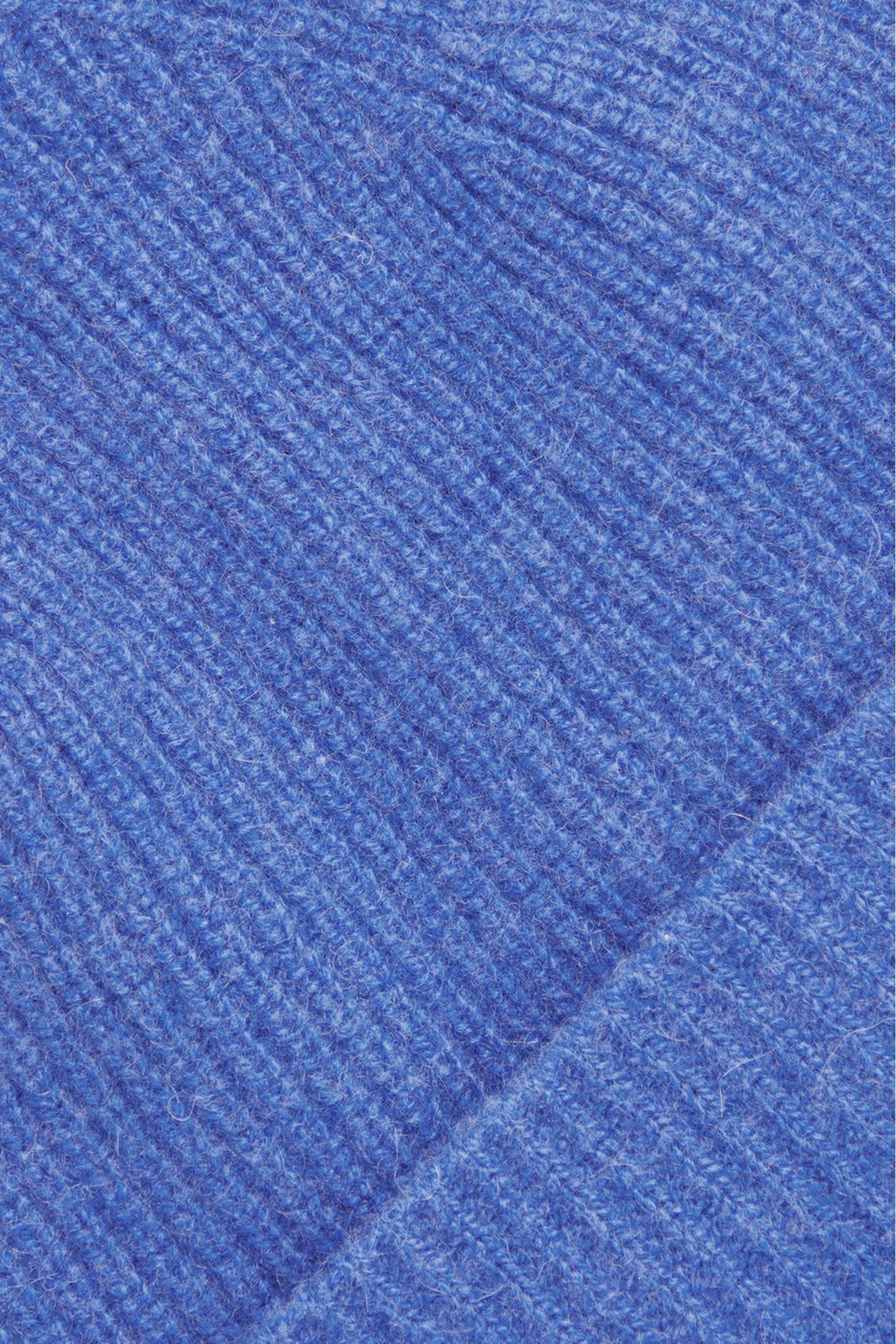 COS 유니섹스 오버사이즈 캐시미어 햇의 블루컬러 Detail입니다.