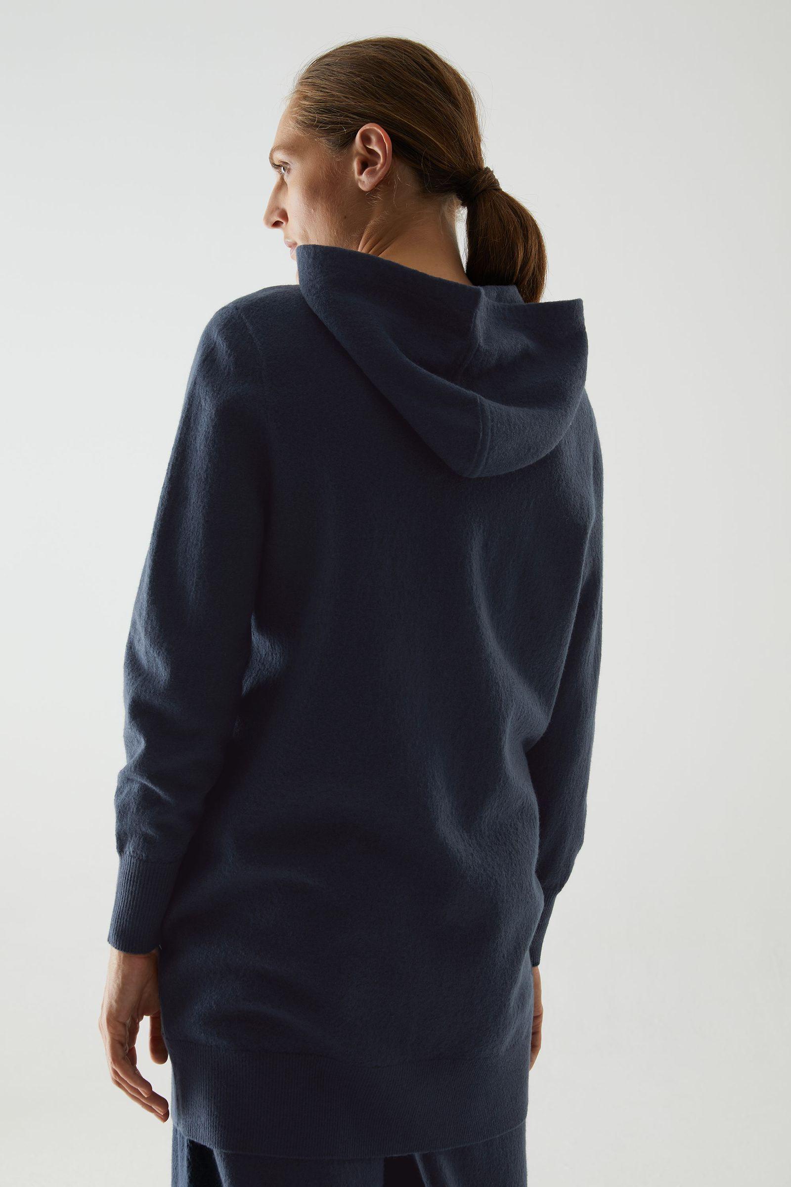 COS 메리노 울 후드 집업 드레스의 블루컬러 ECOMLook입니다.