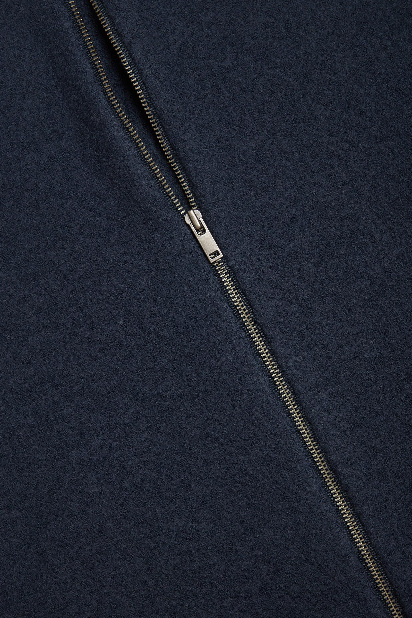 COS 메리노 울 후드 집업 드레스의 블루컬러 Detail입니다.
