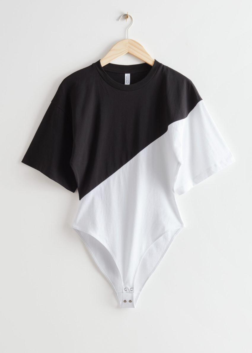 앤아더스토리즈 티셔츠 슬리브 바디수트의 블랙/화이트컬러 Product입니다.