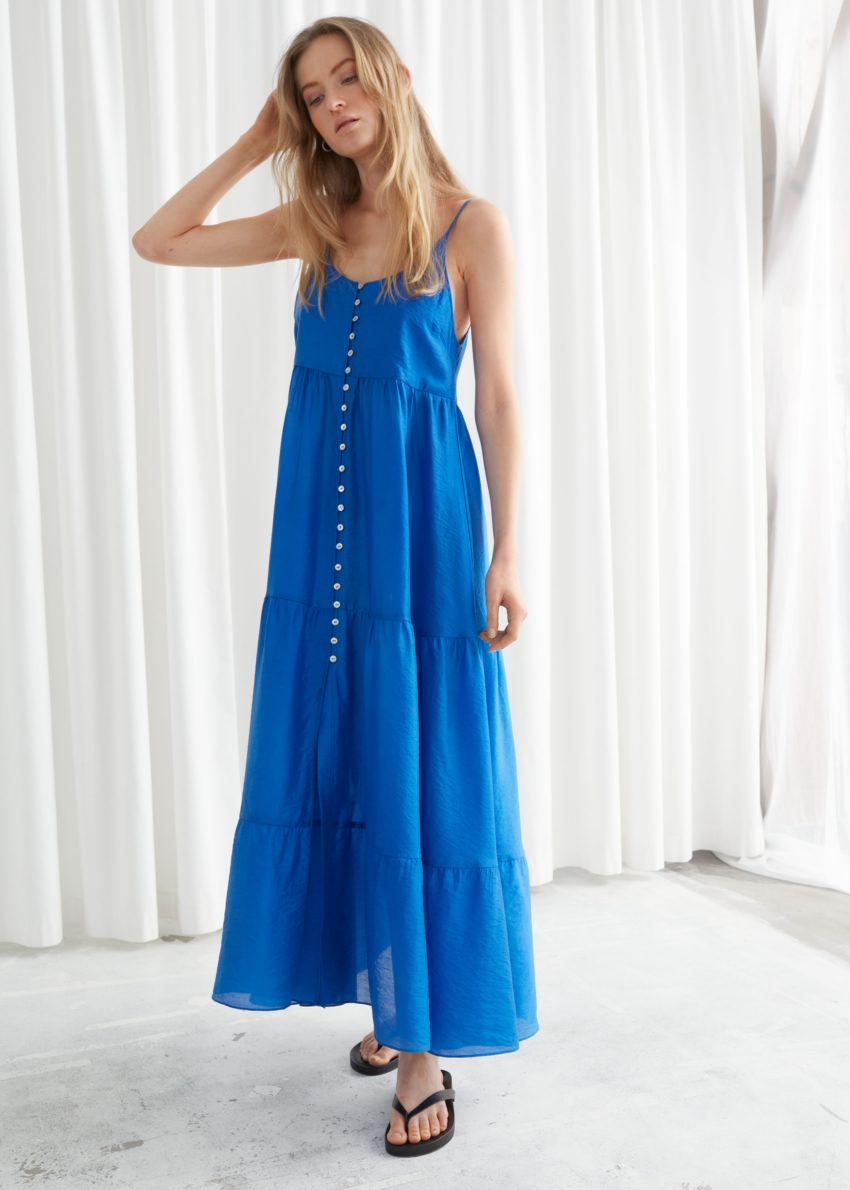 앤아더스토리즈 버튼 맥시 스트랩 드레스의 블루컬러 ECOMLook입니다.