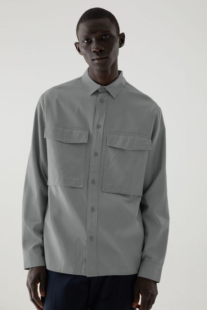 COS default image 8 of  in 릴랙스드 투포켓 셔츠