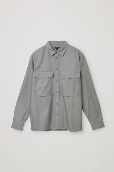 COS image 2 of 그레이 in 릴랙스드 투포켓 셔츠