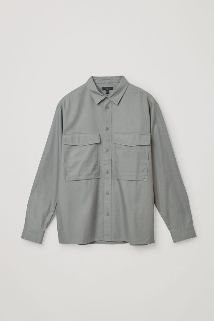 COS 릴랙스드 투포켓 셔츠의 그레이컬러 Product입니다.