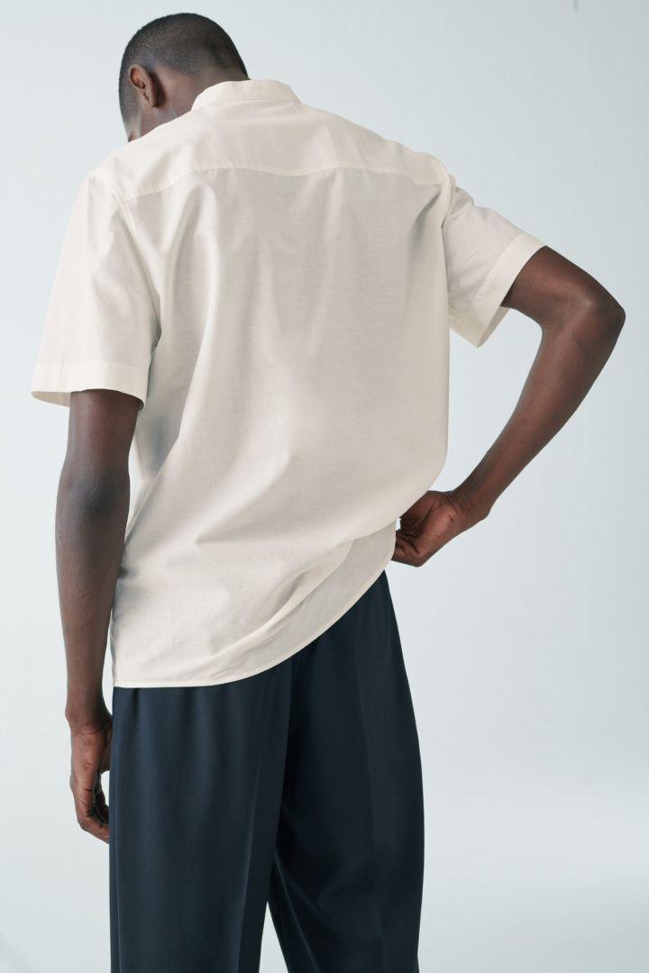 COS default image 5 of 베이지 in 오가닉 코튼-라이오셀 믹스 하프 플래킷 셔츠