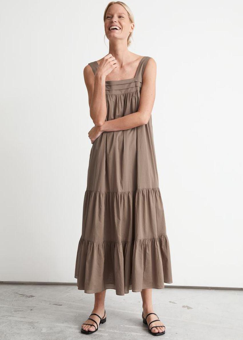 앤아더스토리즈 릴렉스드 티어드 코튼 드레스의 몰컬러 ECOMLook입니다.