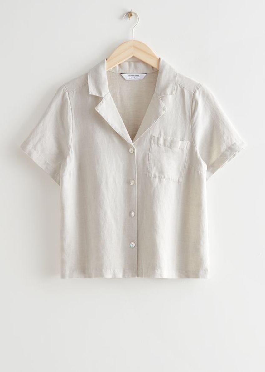 앤아더스토리즈 체스트 포켓 쇼트 슬리브 셔츠의 화이트컬러 Product입니다.