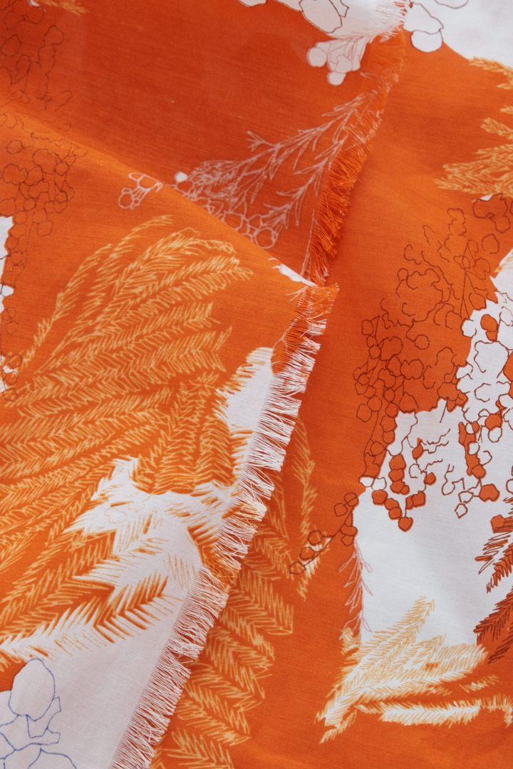 COS 프린티드 코튼 실크 스카프의 오렌지 / 화이트컬러 Product입니다.