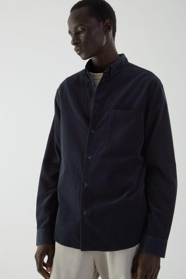 COS default image 3 of  in 레귤러 핏 코튼 코듀로이 셔츠