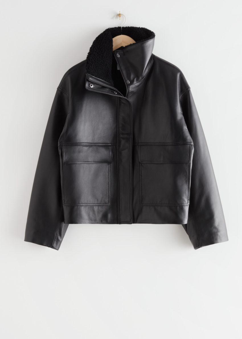 앤아더스토리즈 박시 크롭 레더 셜링 재킷의 블랙컬러 Product입니다.