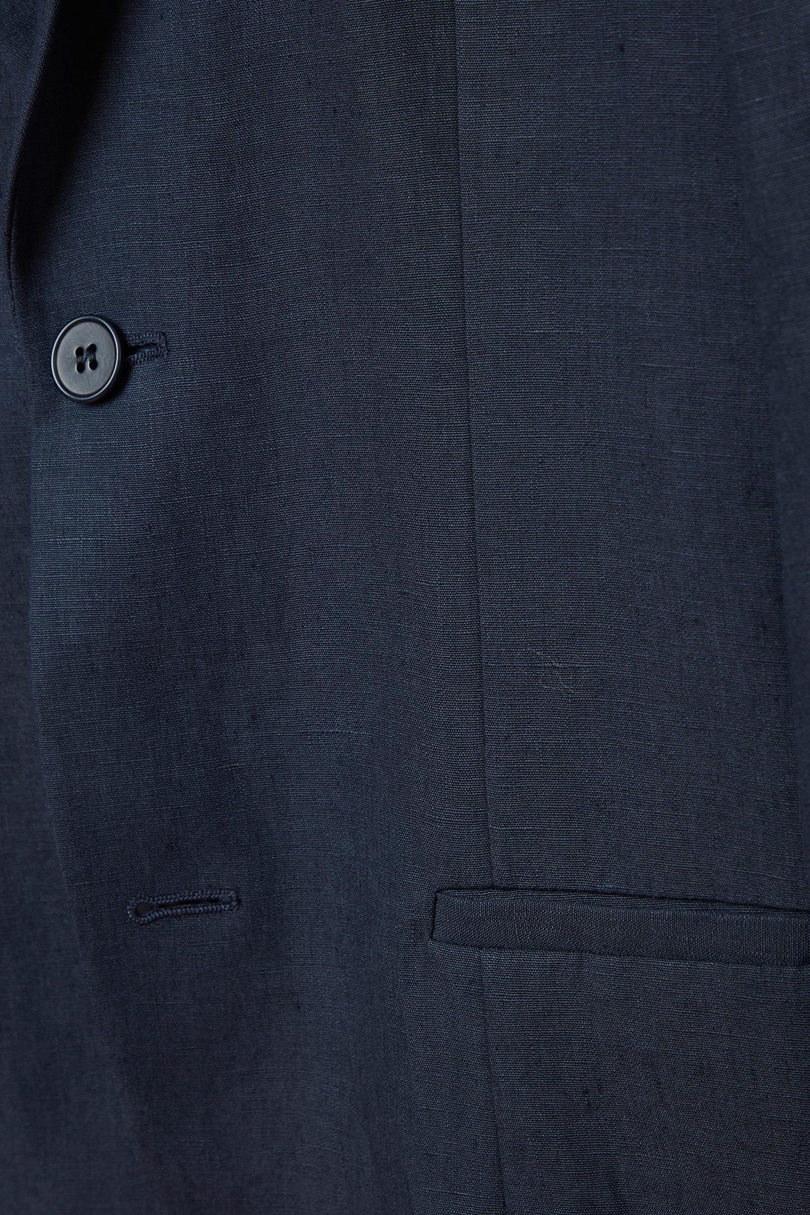 COS 슬림핏 리넨 블레이저의 블루컬러 Detail입니다.