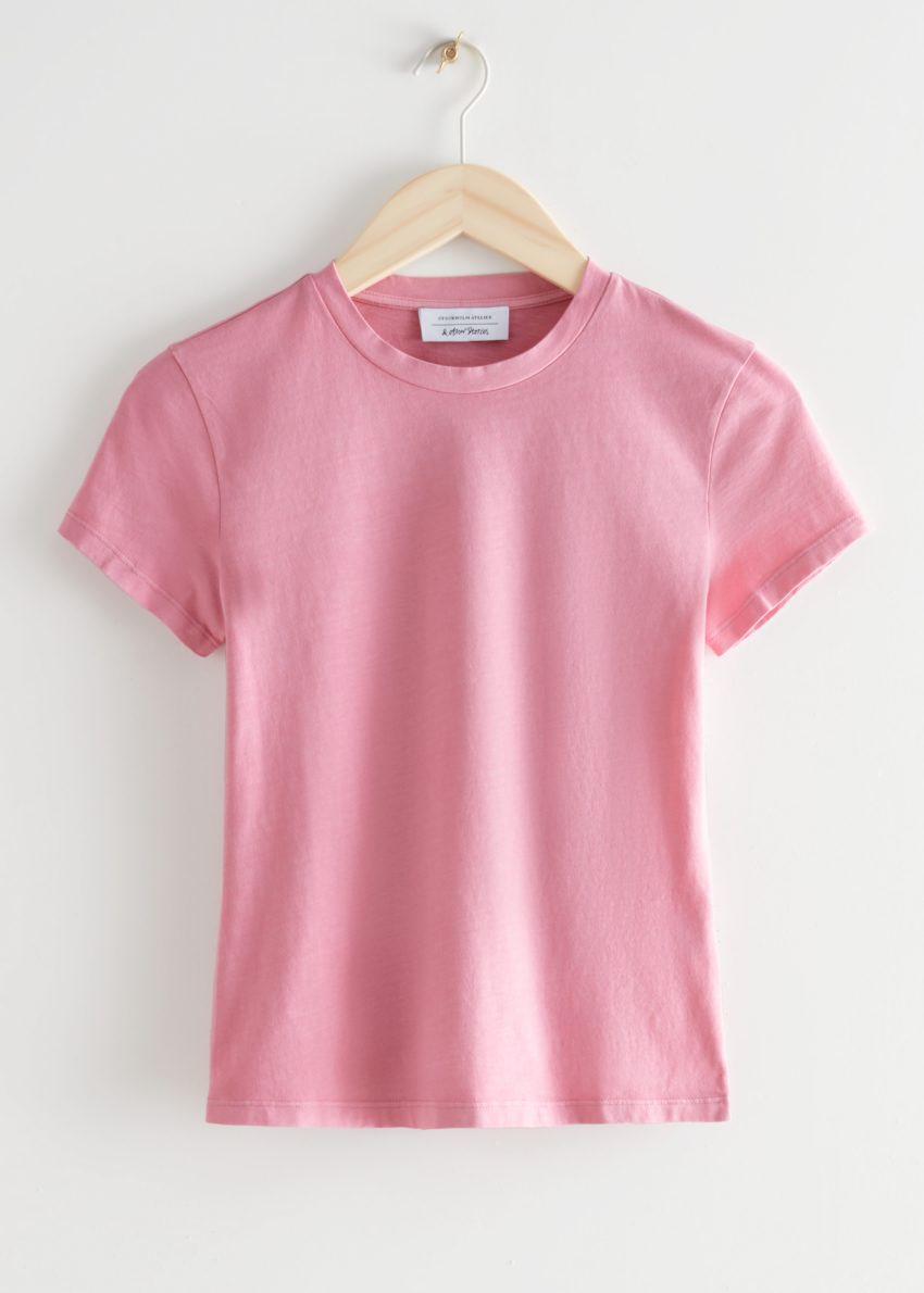 앤아더스토리즈 피티드 크루넥 티셔츠의 핑크컬러 Product입니다.