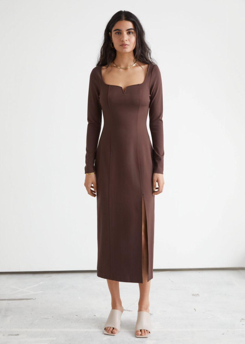 앤아더스토리즈 피티드 스위트하트 넥 미디 드레스의 브라운컬러 ECOMLook입니다.