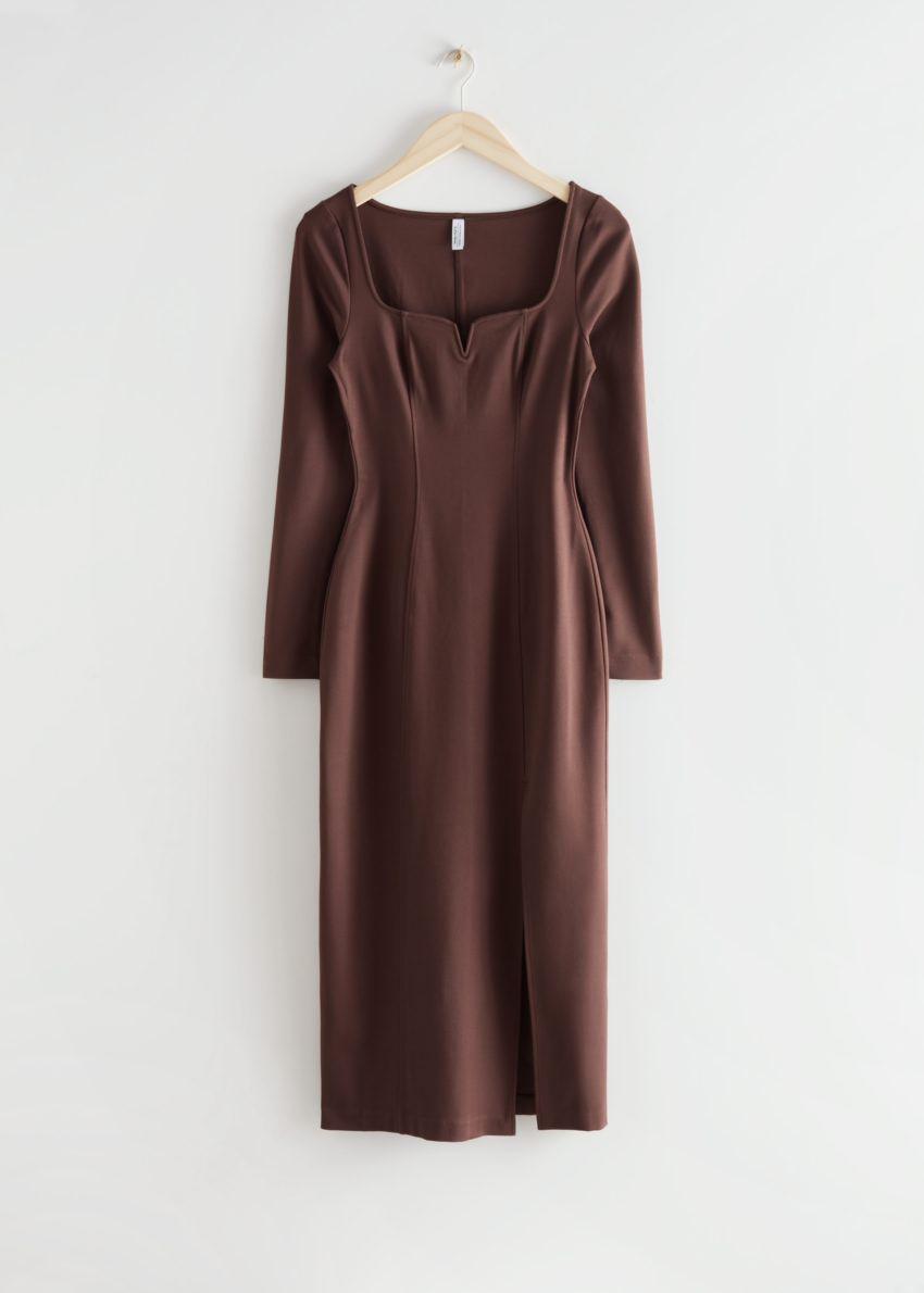 앤아더스토리즈 피티드 스위트하트 넥 미디 드레스의 브라운컬러 Product입니다.