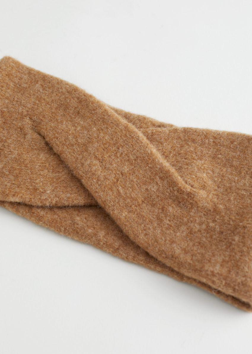 앤아더스토리즈 퍼지 울 블렌드 헤어밴드의 라이트 브라운컬러 Product입니다.