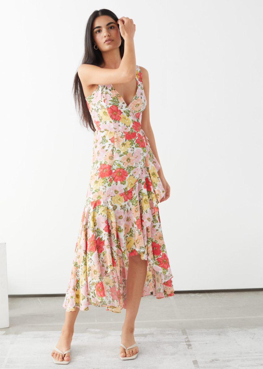 앤아더스토리즈 슬리브리스 미디 랩 드레스의 플로럴 프린트컬러 ECOMLook입니다.