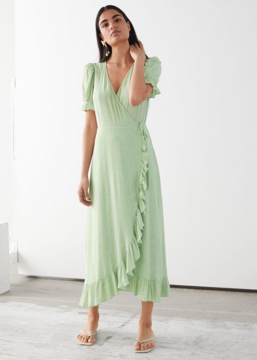 앤아더스토리즈 러플 맥시 드레스의 그린 프린트컬러 ECOMLook입니다.